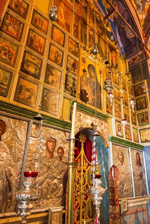 Manastir Krka je za sve vreme svoga postojanja bio najznačajniji duhovni i kulturni centar pravoslavlja u Dalmaciji. Početkom XVII veka, u manastiru je osnovana najstarija srpska škola za obrazovanje sveštenika. Foto: Profimedia