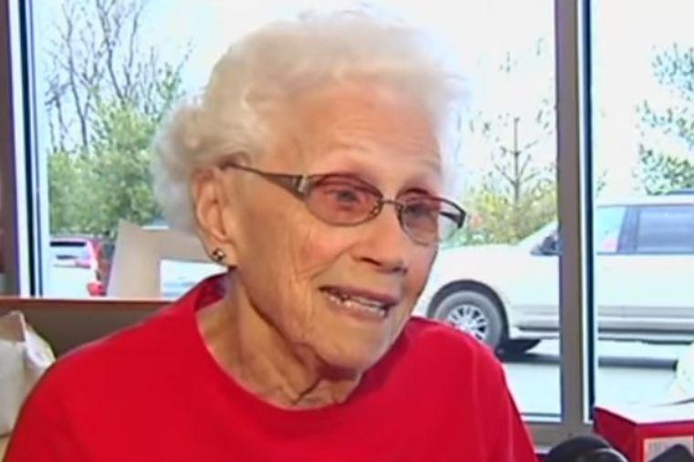 Baka sa 94 godine ne planira da ide u penziju: Mušterije dolaze samo zbog nje! (VIDEO)