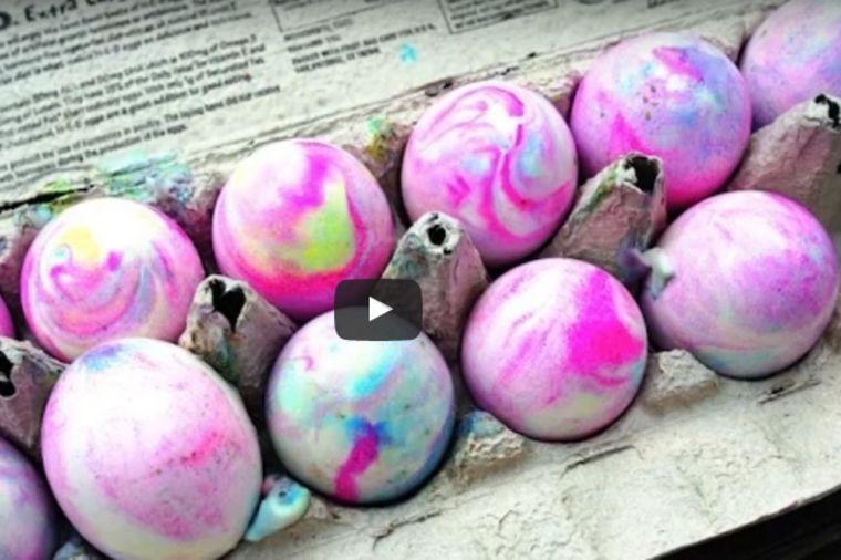 2 miliona žena iskoristiće novi, magični trik: Ovako se prirodno farbaju najlepša jaja! (FOTO)