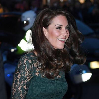 Uvila je dugu kosu i obukla čipku: Sinoć u Londonu, Kejt napravila pometnju! (FOTO)