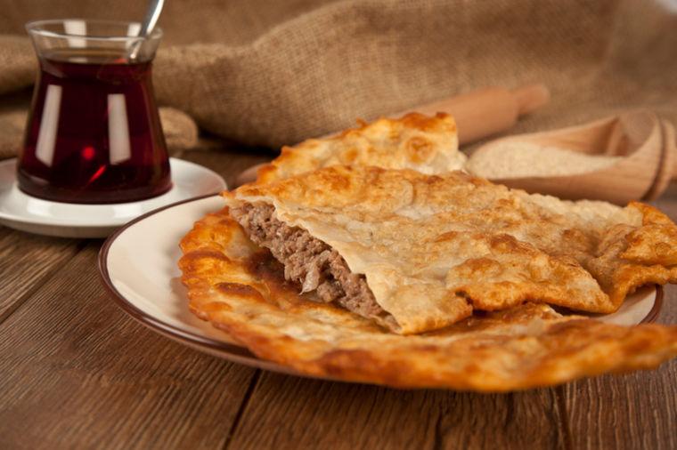 Originalni recept za burek s mesom: Turski pekari ovako prave ćig borek! (VIDEO)