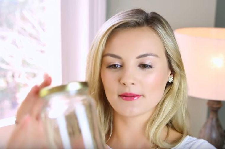 Ona nikad ne baca stare tegle: Ne bi vam palo na pamet kako ih koristi! (VIDEO)
