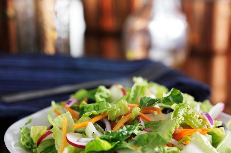Ljudi nisu ni svesni šta obična zelena salata može da učini organizmu: Zaprepastićete se!