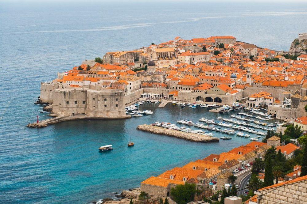 Istorija ali i vrhunski restorani stavili su Dubrovnik na listu najlepših Evropskih gradova. Jadran je ipak taj koji najviše mami turiste. Foto: Profimedia