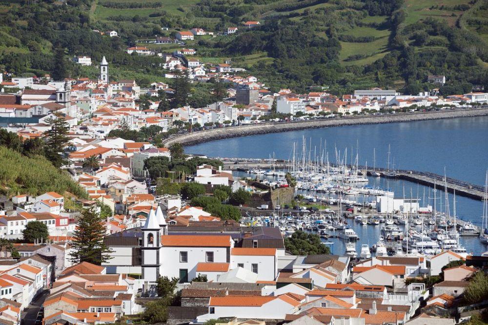 Ako volite da dobro pojedete, ali i da vidite lepe građevine otiđite u Porto u Portugaliji. Osim degustacije pića, ali i jela, nezaobilazan je razgovor sa stanovnicima ovog primorskog gradića. Foto: Profimedia