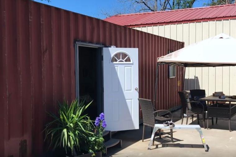 Od crvenog kontejnera napravili dom, i to kakav: Svako bi poželeo da živi ovde! (VIDEO)