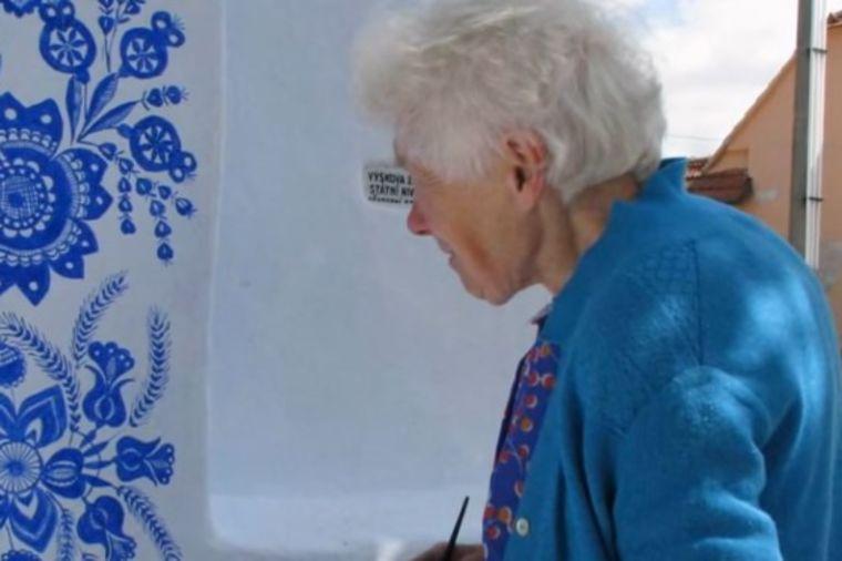 Baka (87) sa neverovatnim talentom: Oduševila ceo svet onim što je uradila u svom selu! (VIDEO)