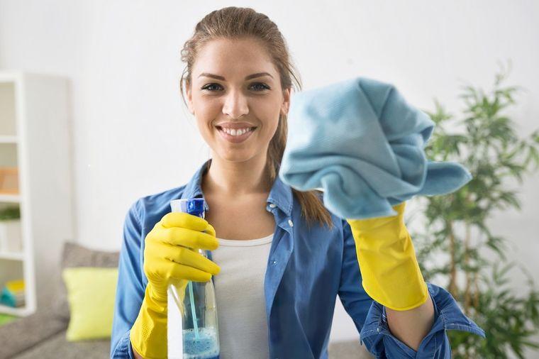 Jeftin recept za kristalno čiste prozore: Za njim ne ostaju dlačice i tragovi brisanja!