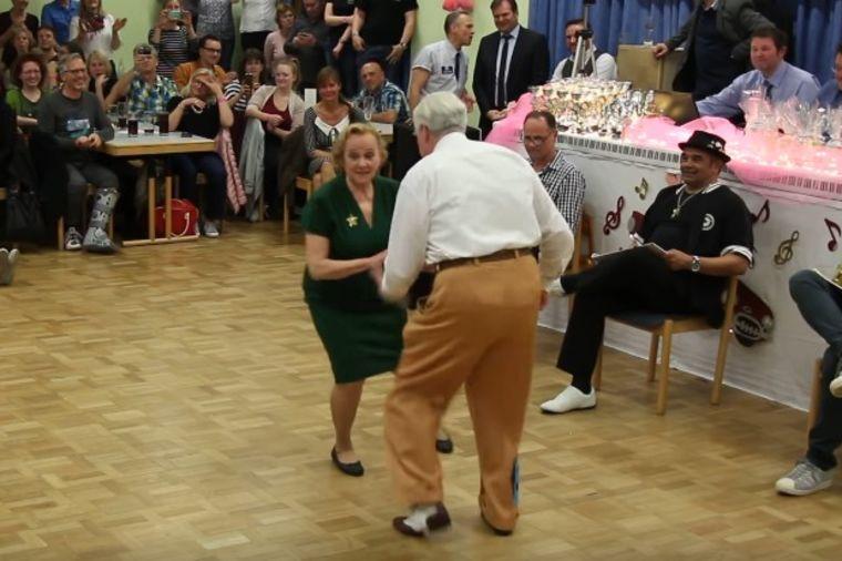 Baka i deka izašli na plesni podijum: A onda su napravili totalni haos! (VIDEO)