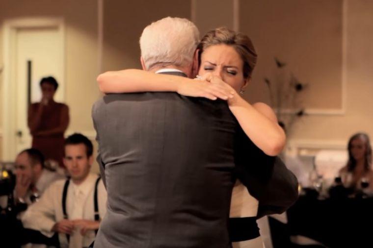 Otac mlade umro pre njenog venčanja: Brat joj priredio trenutak koji će zauvek pamtiti! (VIDEO)