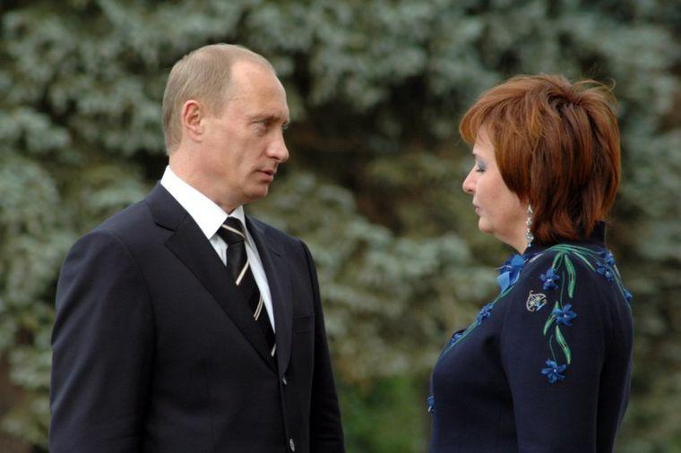 Putinova bivša žena poseduje palatu veću od Bele kuće: Ljudmila ne zna šta će sa parama!