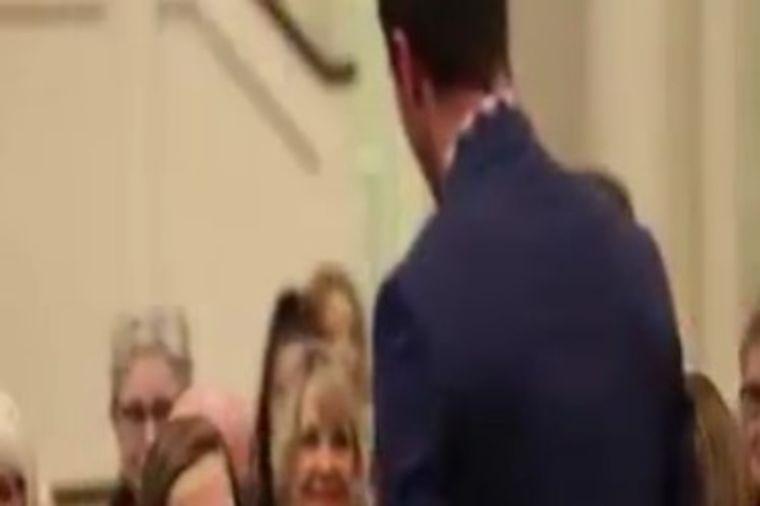 Dečko joj obećao da će upoznati njenog oca u crkvi: Prava istina je rasplakala! (VIDEO)