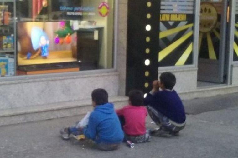 Najtužnija slika današnjice: Tih nekoliko minuta, bili su kao sva ostala deca (FOTO)