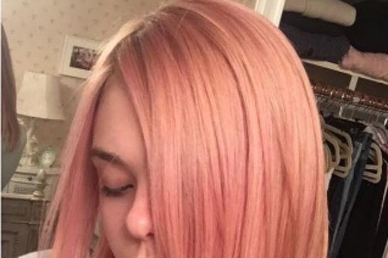 Nova boja kose zaludela slavne zvezde: Svi bi da se farbaju ovako! (FOTO)