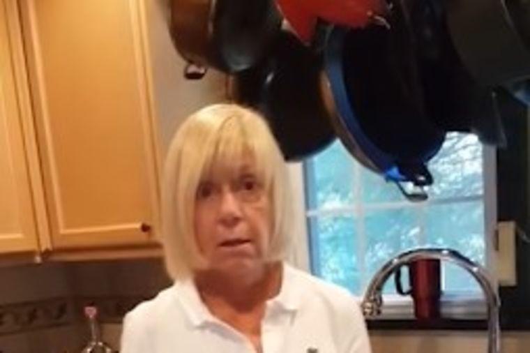 Poklonio majci flašu vina: Doživela šok života kada je videla šta piše na njoj! (VIDEO)