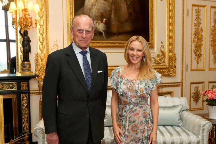 Fanovi u šoku zbog njenog novog dečka: Kajli Minog uskoro snaja kraljice Elizabete? (FOTO)