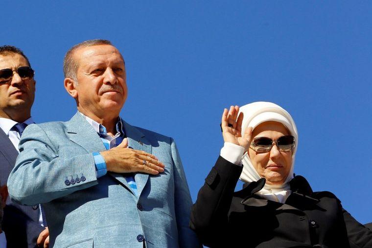 Za samo jedno popodne spiskala je 44.000 evra: Ko je rasipna žena sultana Erdogana? (FOTO)