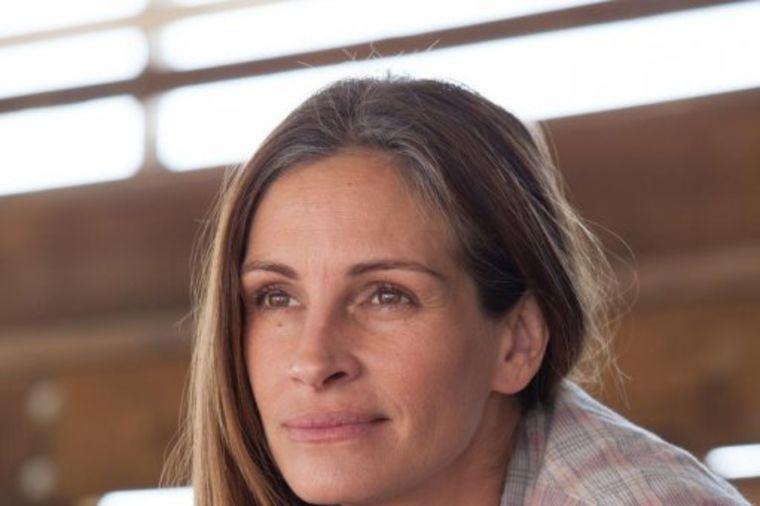 Na pragu pedesete, bez botoksa i operacija: Ovo je najlepša žena na planeti! (FOTO)