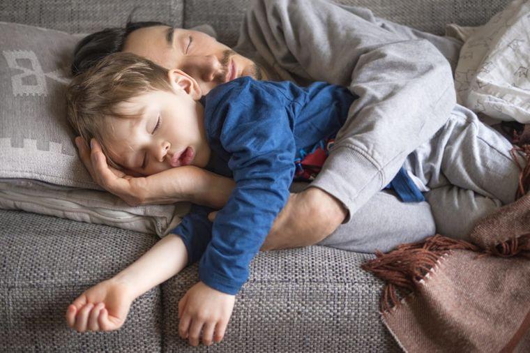 Umorni otac ispričao: Dva dana sam sasvim sam čuvao decu, kad poludeo nisam!