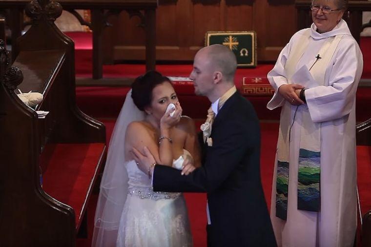 Mladoženja prekinuo venčanje: Mlada zaplakala kada je shvatila zašto je to uradio! (VIDEO)