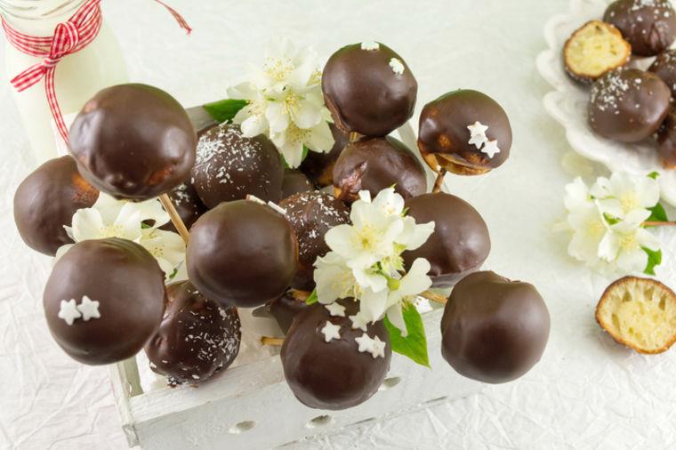 Hit čokoladne lizalice: Nikad lakša priprema slatkiša za pamćenje! (RECEPT)