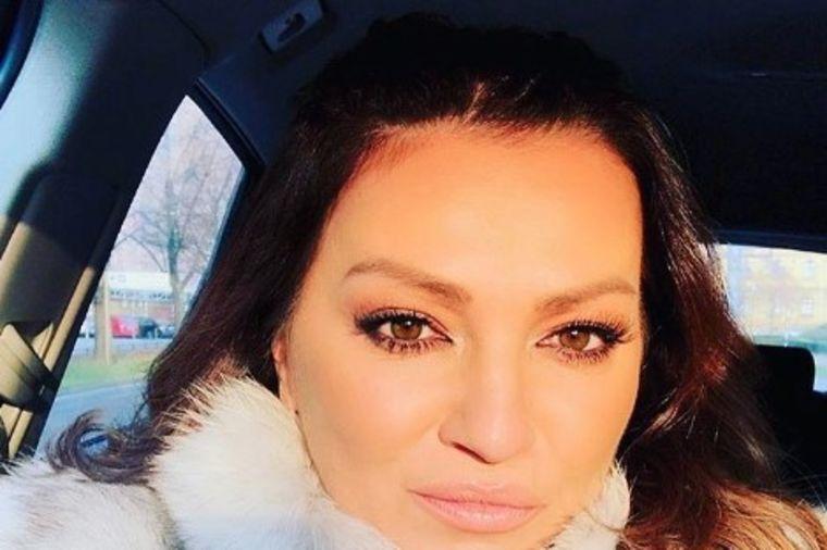 Bez imalo šminke i botoksa: Nina Badrić (45) oduševila obožavaoce prirodnim izgledom! (FOTO)