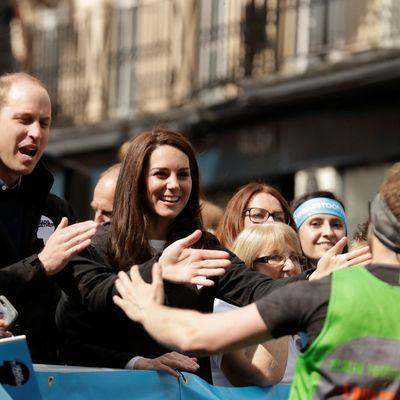 Princ Vilijam i Kejt Midlton napadnuti: Nezapamćeni skandal na Londonskom maratonu! (VIDEO)