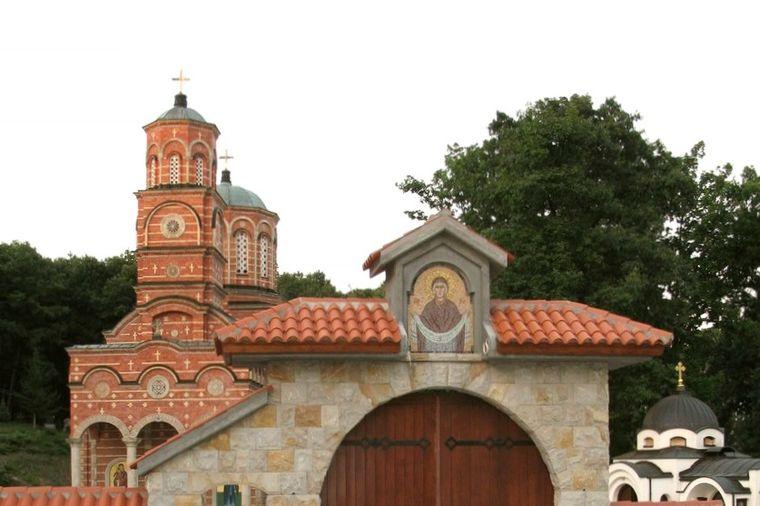 Čudotvorna voda manastira Đunis: Nepokretni prohodali, slepi progledali, nemi progovorili!