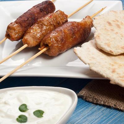 Stari recept za orijentalne ćevape: Gurmanski užitak od jagnjećeg mesa!