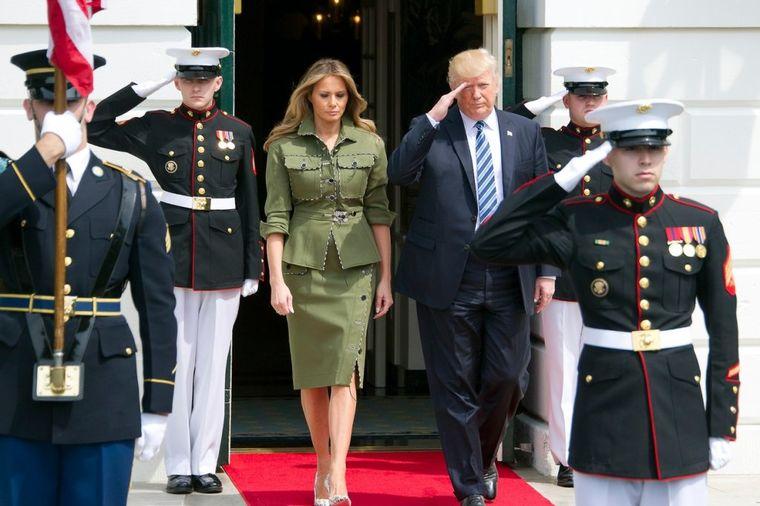 Svi ustanite, stigla je Melanija: Prva dama Amerike u militari izdanju! (FOTO)