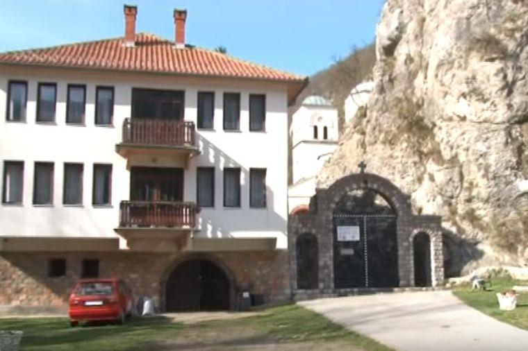 Tajne manastira Gornjak: Čudotvorne mošti Svetog Grigorija leče bolesne i neplodnost! (VIDEO)