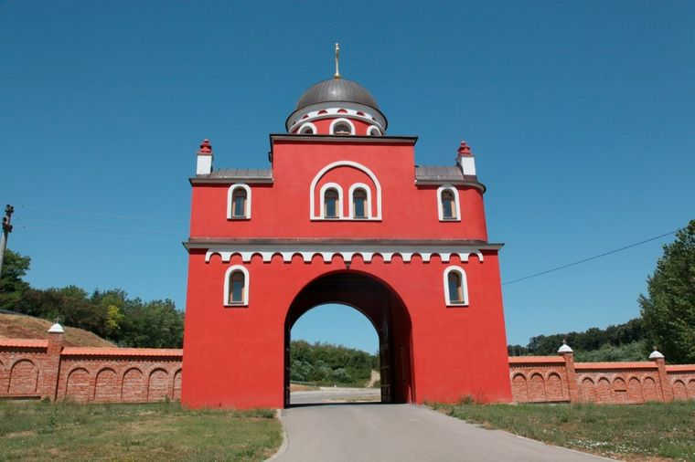 Manastir Krušedol: Sveto mesto duhovnog mira i spokoja! (FOTO)