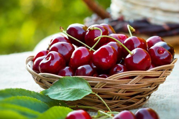 Leči reumu, podstiče varenje: Nemački naučnici se kunu da je ovo voće jače od lekova!