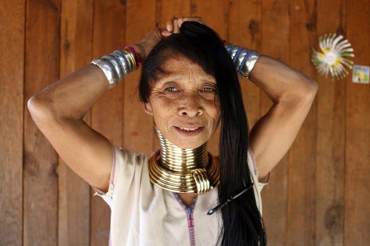 Život žena žirafa: Devojčice od pete godine dobijaju prve prstenove kako bi postigle uzvišenu lepotu
