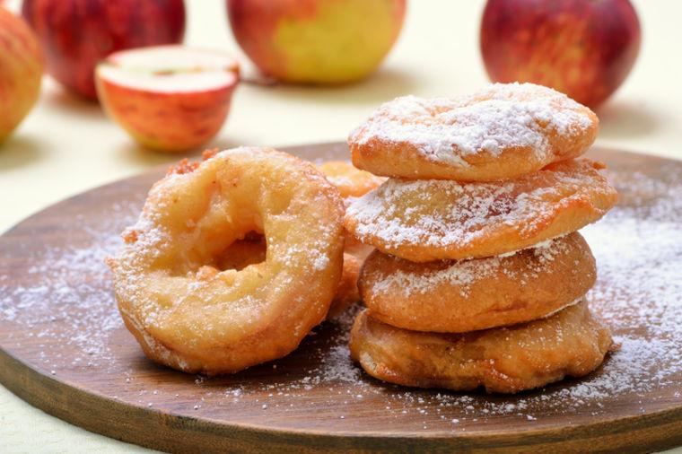 Starinski recept za jabuke u šlafroku: Ukusna poslastica za svačiji džep!