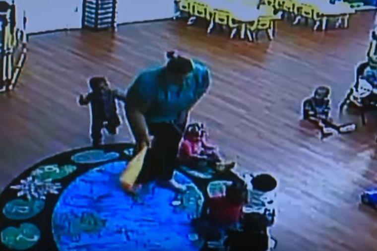 Sin počeo čudno da se ponaša: Mama pogledala snimak iz vrtića i saznala jezivu istinu! (VIDEO)