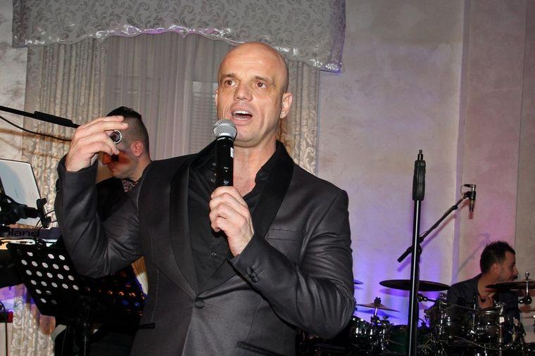 Boban Rajović pre 20 godina: Ovako je pevač izgledao sa kosom i brkovima! (FOTO)