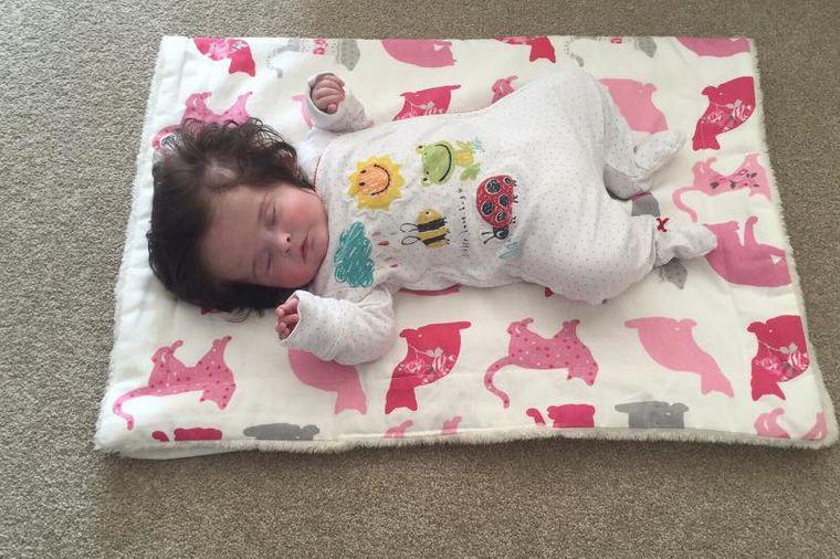 Čim se rodila, očarala je sve oko sebe: Slike ove bebe obišle su svet! (FOTO, VIDEO)
