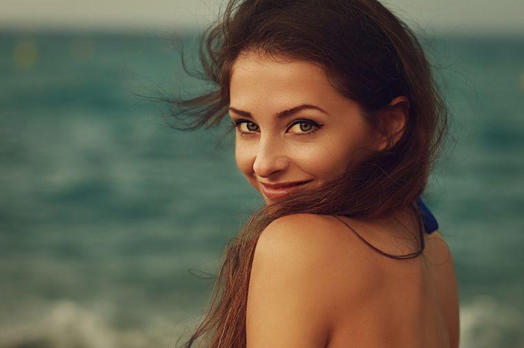 Potpuno obnovite kosu i obrve za samo tri meseca: Svaka žena mora da se neguje sa ovim uljem!