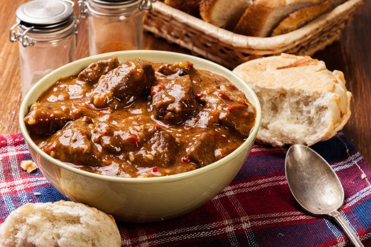 Samo za prave gurmane: Sremska tava, čuveno pikantno vojvođansko jelo! (RECEPT)