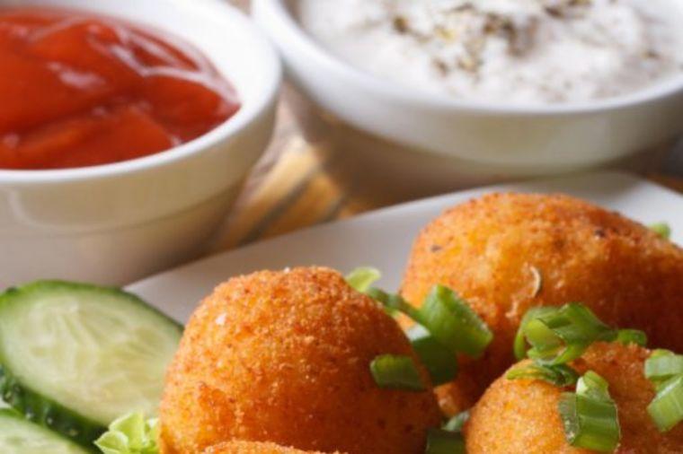 Krompir bombe pune sira i slaninice: Ukusniji ručak ne postoji! (RECEPT)