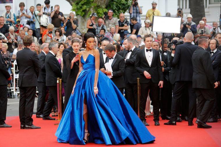 Nije slavna zvezda, ni prelepa glumica: Ova žena je zaslužila najjači aplauz u Kanu! (FOTO)