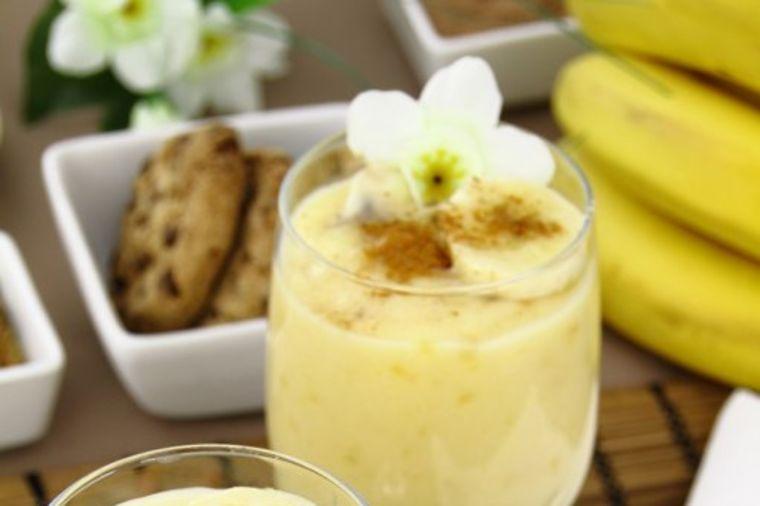 Bogovski desert spreman za 10 minuta: Poludećete za banana - čizkejkom u čaši! (RECEPT)