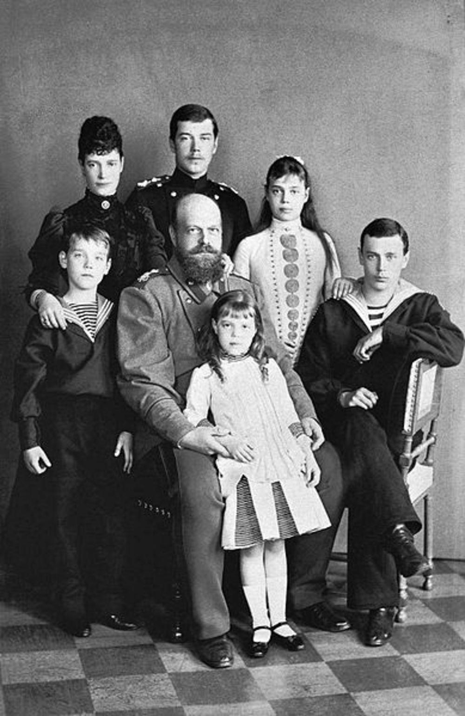 Ruski car Aleksandar Treći Romanov sa porodicom