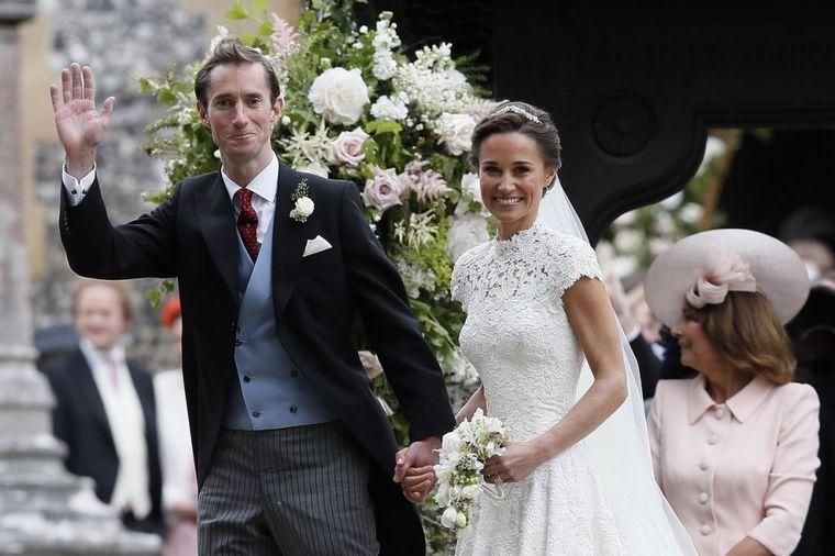 Pipina venčanica zasenila Kejtinu: Mlada presrećna, vidno blistala! (FOTO)
