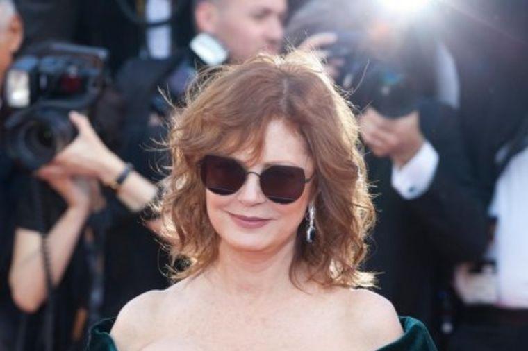 Slavna glumica (70) otkrila tajnu mladolikog izgleda: Devojke učite od dame! (FOTO)
