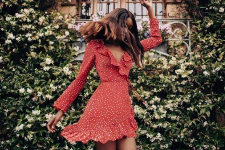 Šik, vesela, provokativna, ali pristojna: Haljina koju sve žene žele ovog leta (FOTO)