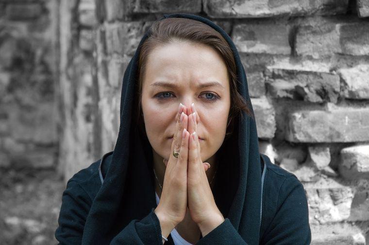 Đavo joj nije dao mira: Prvi i jedini put preturala mužu po stvarima, otkrila nešto stravično!
