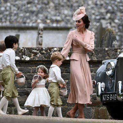 Kejt izgubila živce na sestrinom venčanju: Grdila sina, suze malenog Džordža obišle svet! (VIDEO)