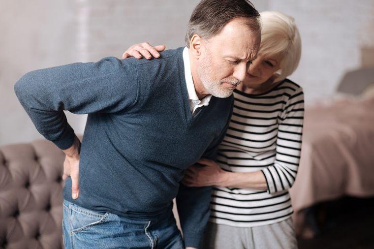 Kada je bol u leđima opasan: Lekari upozoravaju da ove simptome ne ignorišete!